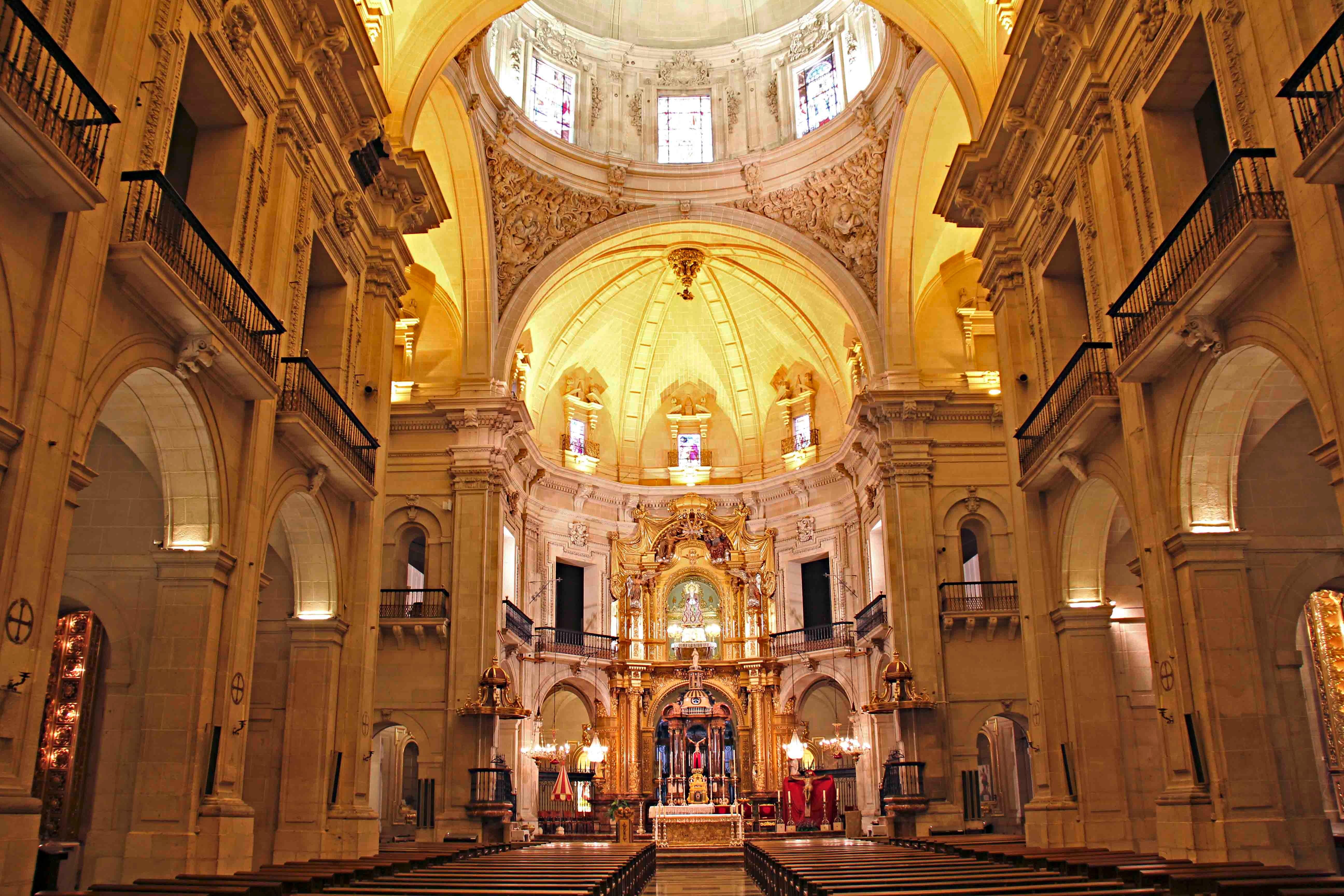 Interior Basílica de Santa Maria